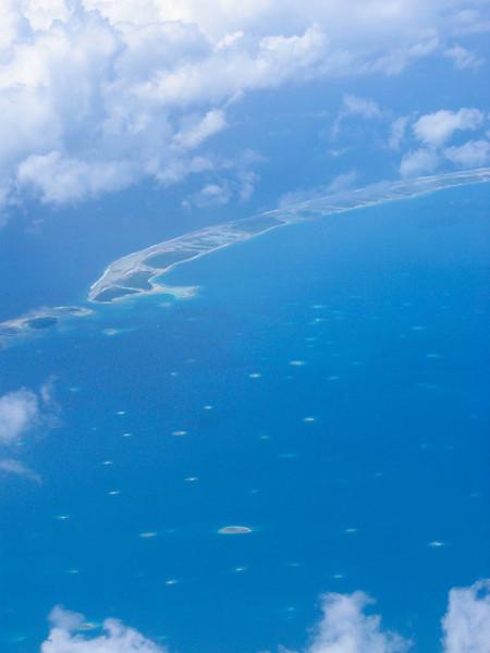 Vue aérienne de l'atoll de Rangiroa - Polynésie Française