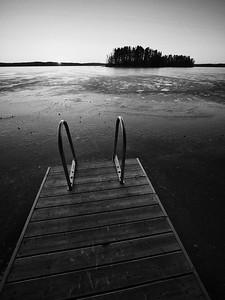 Pyhajarvi sunrise no swimmers bw