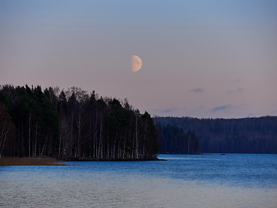 The rising moon over Kulovesi