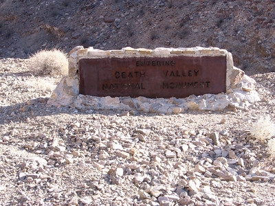 Old boundary sign for DV National Monument; National Park boundary is now about 8-10 miles further west.