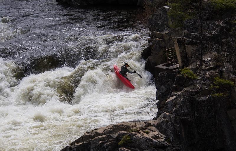 Andy running far river left on Dagger Falls