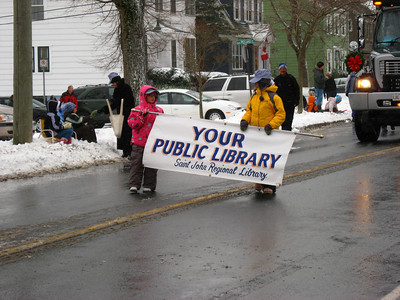SANTA'S XMAS PARADE - Manawagonish Rd - Little people from the Public Library