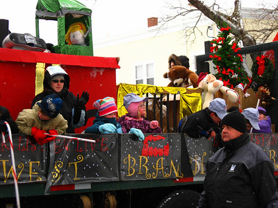 SANTA'S XMAS PARADE - Manawagonish Rd - Parades are for children... and old folks!