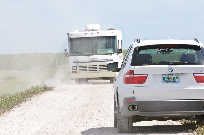 Narrow roads, big vehicles