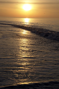 Sunrise over the waves_DSC9339