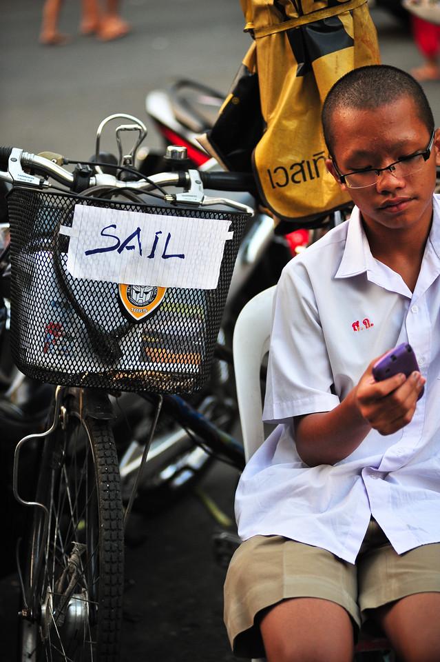 """""""Sail"""", street shot, Bangkok (Thailand)"""