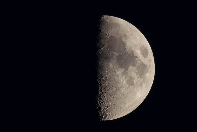 Half Moon Photo, Moon Photography