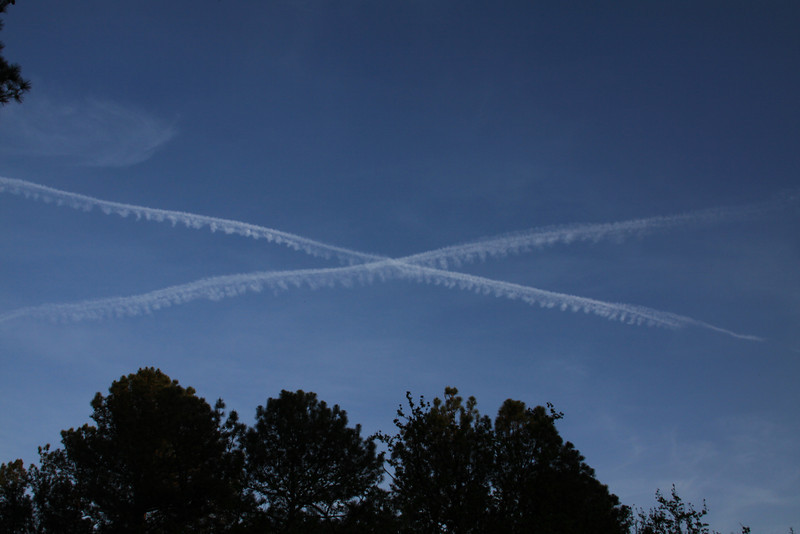 X marks the spot. Spotted this as I was going outside tonight. Wonder if its a signal there is something down below? or is it a target marker? hmm...probably just two planes crossing each others path...there were a lot of these out today lots of patterns.