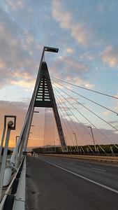 Motorway Traffic on the Megyeri Bridge — Forgalmas autóút a Megyeri-hídon