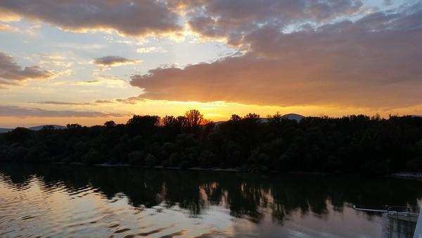 Rays of Dusk — Szürkületi napsugarak