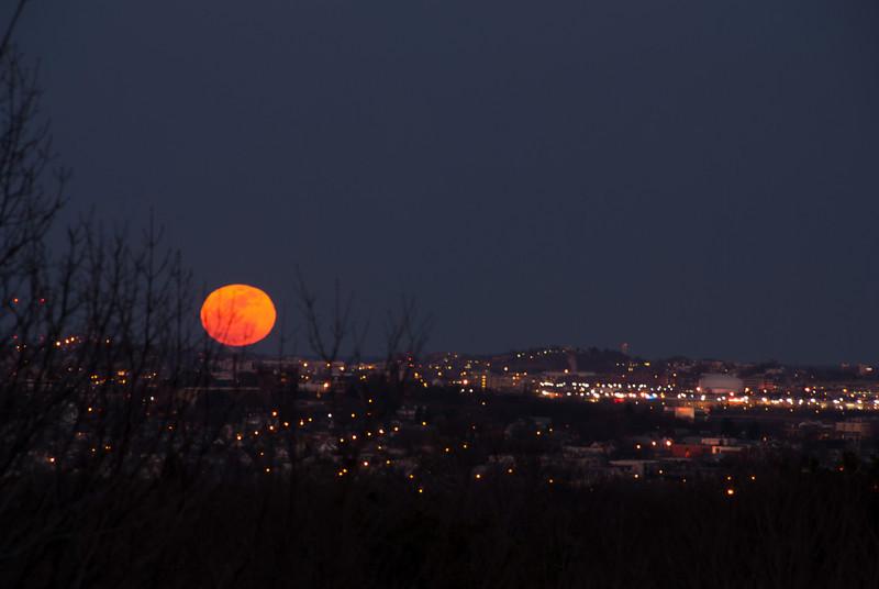 Moon rises over the horizon