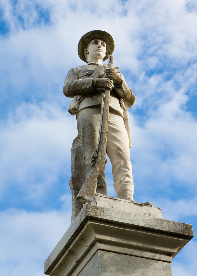 A statue outside the Mills County Courthouse in Godthwaite, Texas.
