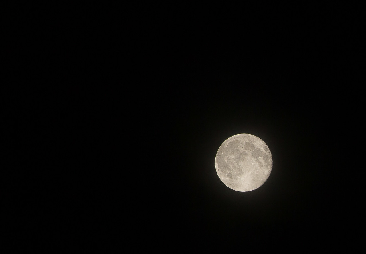 This was a little after midnight at 200MM .Plus it was cropped.