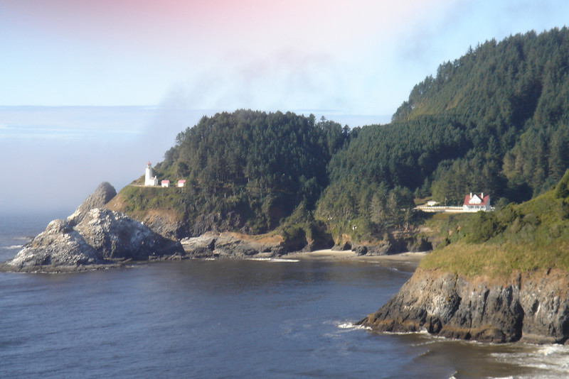 Yakahma Lighthouse and view of coast - Newport, Oregon