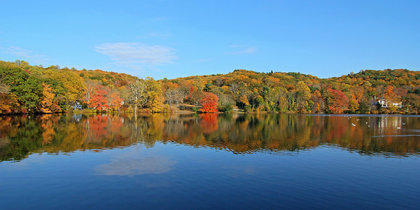 Pond by Cold Spring Harbor Fish Hatchery with beautiful fall foliage