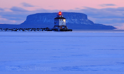 Breakwater Lighthouse, Thunder Bay, Harbour