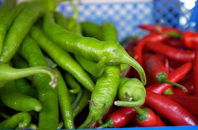 Rød og grønn chili (© Ragnar Våga Pedersen)