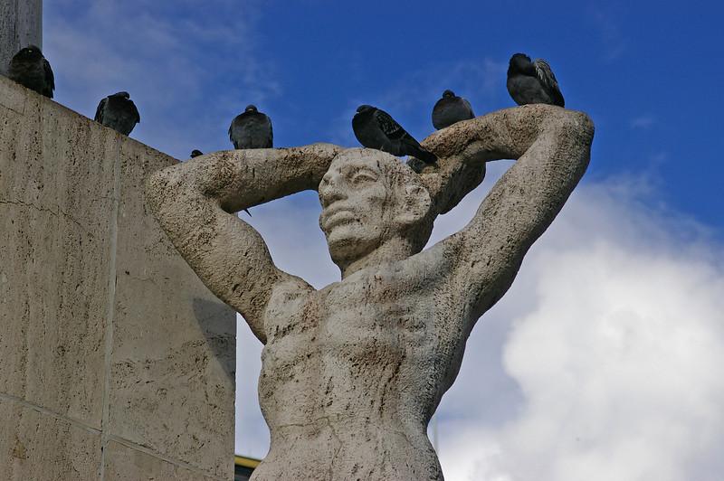 Dam Square statue
