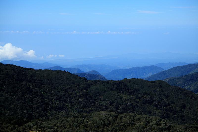 The Pacific coastline looking west from Cerro de la Muerte