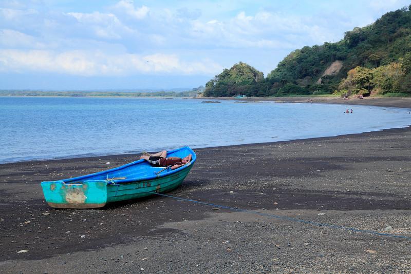 Boatman demonstrating correct pura vida form on a beach near Tarcoles
