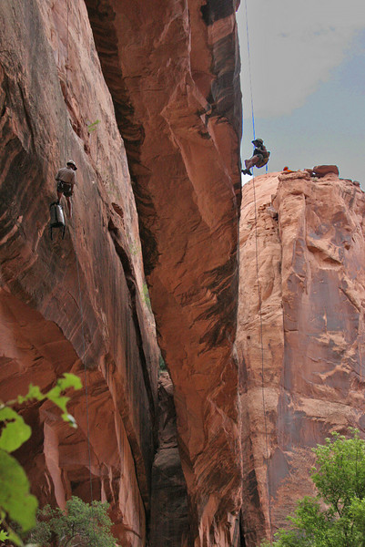 Medieval Chamber, Ed and Pepi rappelling simultaneously off two sides of Morning Glory arch