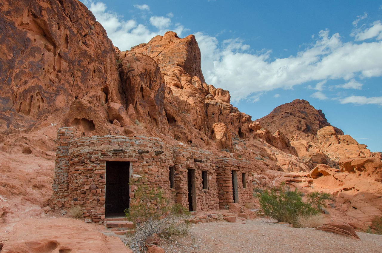 """You can enter these """"cabins"""". They are tiny inside. I think the Lone Ranger was held prisoner here once. :-)"""