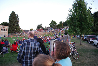 Crowds watching the Vaux Swifts  Sept. 13, 2008 Once a year, a flock of thousands of Vaux Swifts come to visit Chapman Elementary School in Portland OR, swirling and flying into the chimney of the school nightly for a couple of weeks. Thousands of onlookers picnic and watch the swifts as they fly about.  During the peak of the swifts' annual migration from the Pacific Northwest to wintering grounds in Central America and Venezuela, an estimated 35,000 may roost together in the Chapman chimney, the largest known Vaux's swift roost in the world.