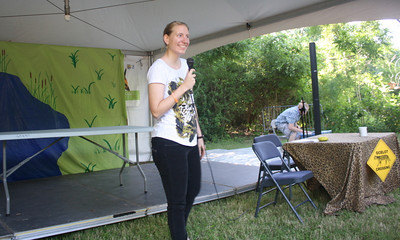 Jennifer Owen-White from the Santa Ana Wildlife Refuge welcomes the crowd to the ocelot show during Vida Verde.