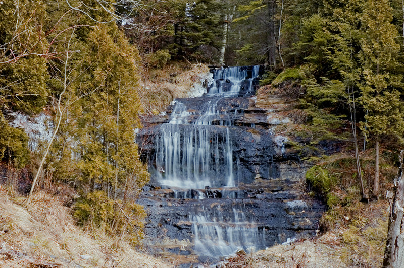 <strong><h3>Alger Falls</h3></strong> About 1 mile south of Munising on M-28.