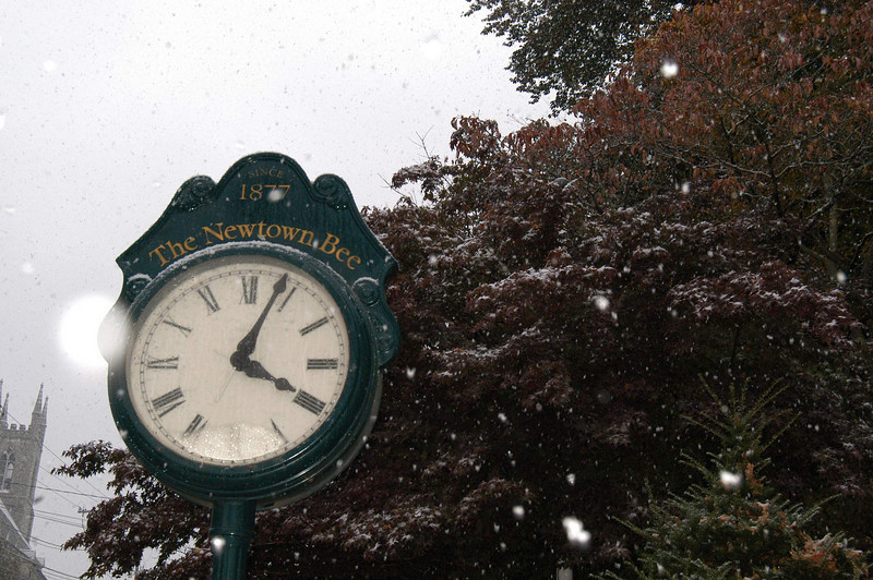 The first snow of the 2009-10 season arrived in Newtown on October 15, 2009.  (Hicks photo)