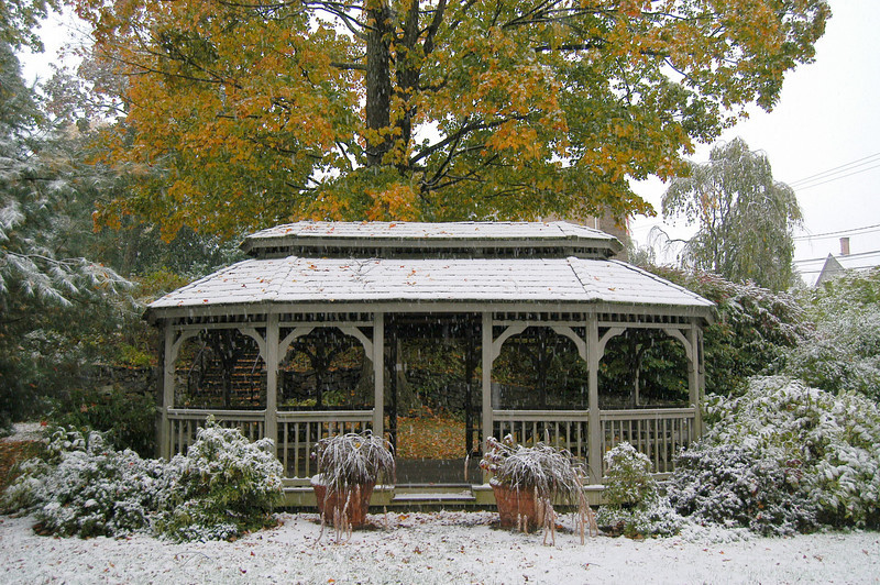 The gazebo at Trinity Episcopal Church on Thusday, October 15, 2009, when the first snow of the season arrived in Newtown.  (Hicks photo)