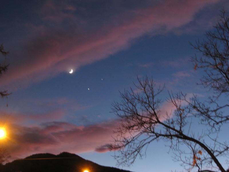 3-way conjunction: Moon, Venus, Jupiter