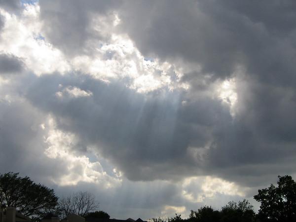 Crepuscular rays (180_8003)