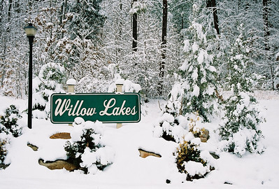 A beautiful snow adorns the entrance to Willow Lakes.