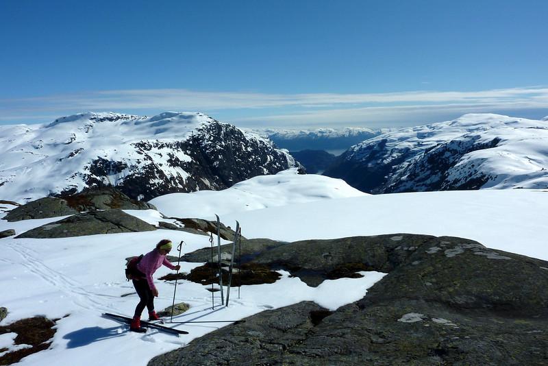 Sveindalsnuten, utsikt mot Hardanger. 28.04.2012