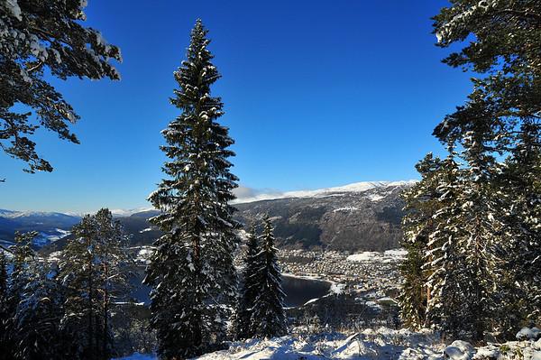 Herresåsen i sol, med utsikt til Voss sentrum.. 23.10