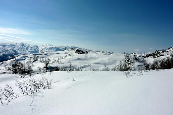 """Påskeaftan 2010..Skitur bak hytta til """"Holsbjørgi""""."""