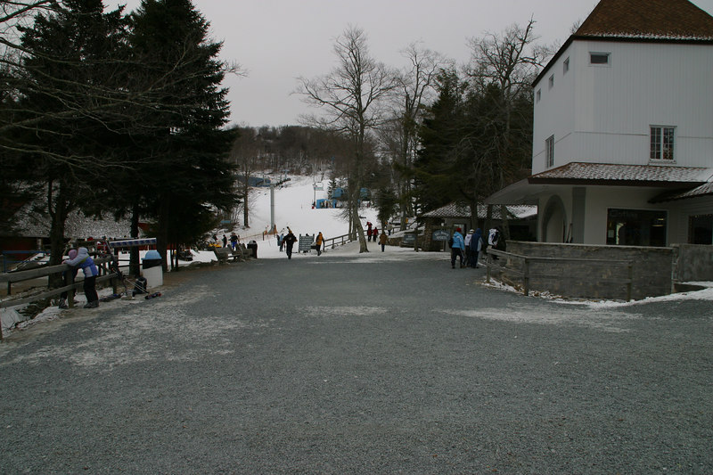 This is the village at Beech Mountain.  The slopes had plenty of snow, but on Saturday, there wasn't much elsewhere.  That changed Saturday night!  And you can tell from the lack of people that we did a good job getting there before the crowd.