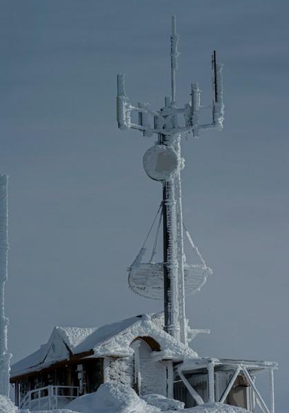 Whistler Peak 08 vert pan (Antennae Array)