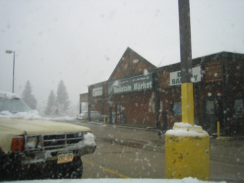 May 4, 2007<br /> Would you believe it! Its snowing! 5 inches.