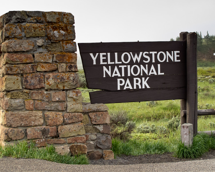 Sign Yellowstone National Park<br /> Yellowstone National Park, Wyoming