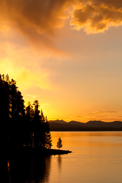 Sunrise Yellowstone Lake<br /> Yellowstone Lake, Yellowstone National Park, Wyoming