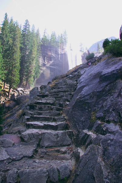 Mist Trail up to Vernal falls - Yosemite park