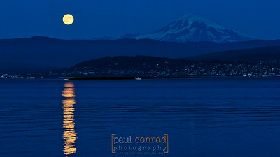 © Paul Conrad/Paul Conrad Photography - The Moon rises near Mt. Baker east of Bellingham, Wash., on Sunday September 30, 2012, as seen from the Lummi Reservation on Lummi Shore Drive. © Paul Conrad/Paul Conrad Photography - Rights limited to laptop/desktop computer usage only. No printing allowed.