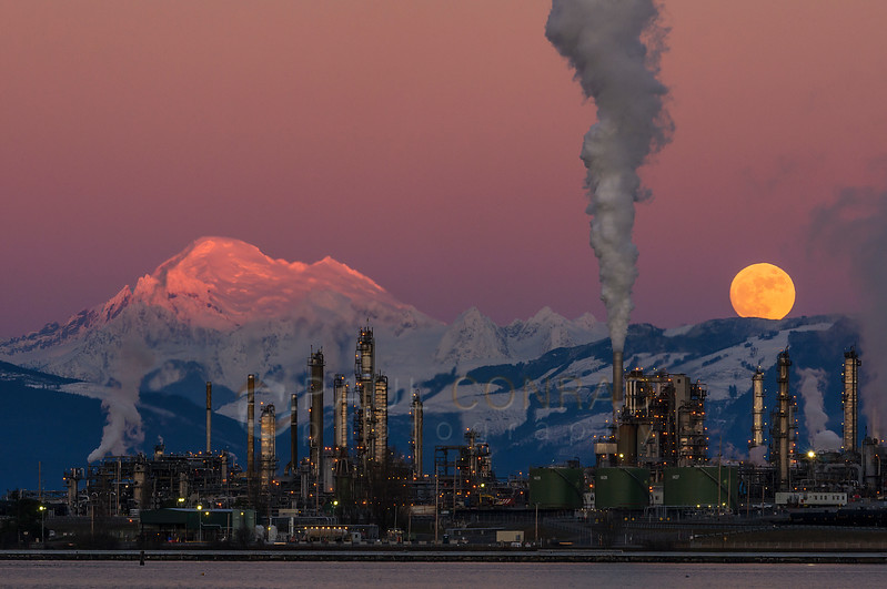 Wolf Moon Peeking - The full wolf Moon rises over Mount Baker and the Tesoro Refinery in Anacortes, Wash., on Wednesday evening Jan. 11, 2017. (© Paul Conrad/Paul Conrad Photography)