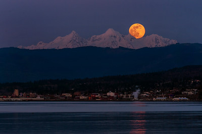 Full Pink Supermoon Over Twin Sisters - 0158