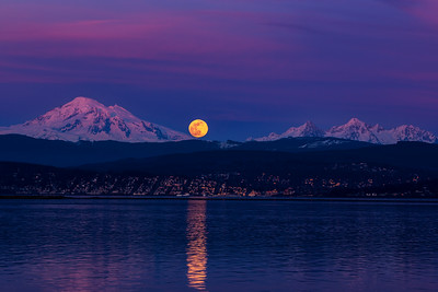 Super Moon Rising Over Bellingham 1124