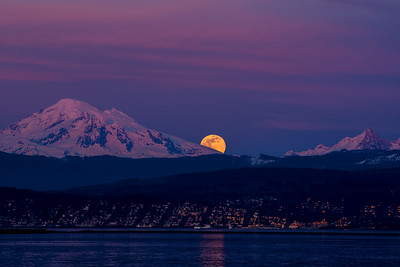 Super Moon Rising Over Bellingham 1117