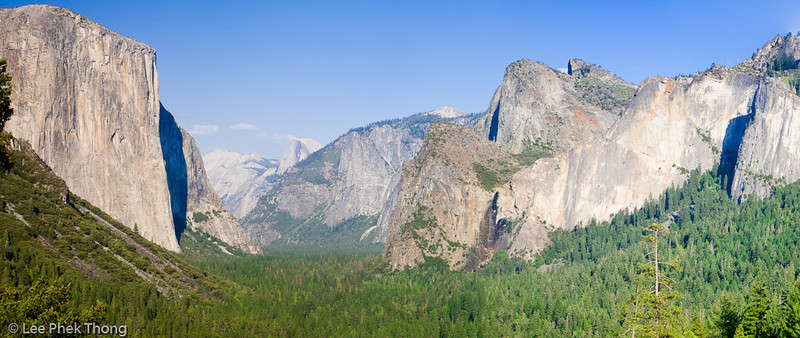 Panoramic view of the valley, El Capitan and Half Dome from Tunnel view.<br /> Yosemite valley, Yosemite National Park, California, USA.