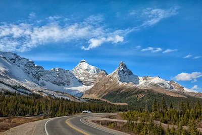 Driving Along the Icefields Parkway